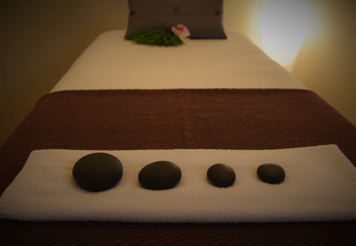hot_stones_on_bed_close_up